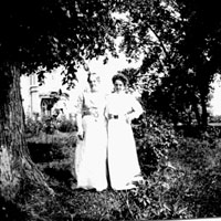 Anna Appelmann & Daughter Helen: circa 1901